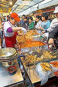 【済州市民俗五日市場(サイシュウシミンゾクイツカイチバ)】地元客だけでなく旅行客にも人気