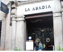 【ラ・アバディア】ソコドベール広場から路地を入ったところにある人気店
