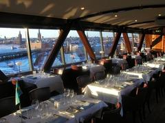 【エリックス・ゴンドーレン】細長く突き出た建物の中で、すばらしい景色を眺めながらお食事