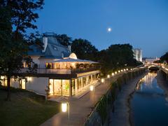 【シュタイラーエック】市民公園内に立つ一軒家がレストラン