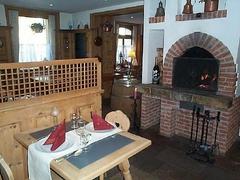 【エンジャディーナ】暖炉もある温かな雰囲気の店