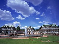 【ツヴィンガー宮殿】ツヴィンガー宮殿の全景