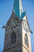 【フラウミュンスター(聖母聖堂)】1732年に建設された時計塔