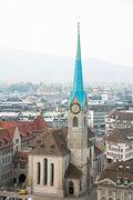 【フラウミュンスター(聖母聖堂)】細い尖塔が印象的