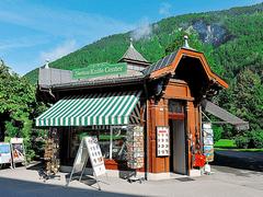 【スイス・ナイフ・センター】小さな建物の中は土産物でいっぱい
