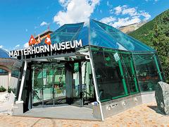 【マッターホルン博物館】ガラス張りの入口。展示室は地下にある