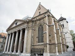 【サン・ピエール大聖堂】ギリシアの神殿を思わせる建物