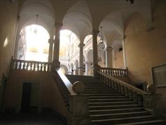 【トゥルシ宮】現在は市庁舎内として使われている