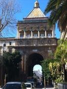 【ヌオーヴァ門】門の裏側、ヴィットリオ・エマヌエーレ通りから見たヌオーヴァ門