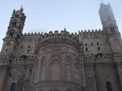 【カテドラーレ】後陣部分のアラブ・ノルマン様式、幾何学模様