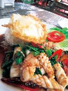 【ビエンチャン・キッチン】イカのバジル炒めご飯