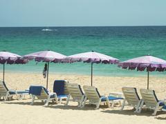【カロン・ビーチ】開放感のある長いビーチ。