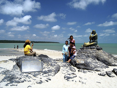 【サミラ・ビーチ】ビーチのシンボル黄金の人魚像