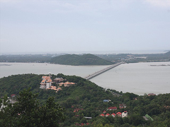 【ティンスラノン橋】ソンクラー県とパッタルン県にまたがるソンクラー湖に浮かぶ島がヨー島