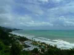 【チャーン島】島は美しいビーチに囲まれている