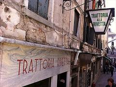 【トラットリア・アッラ・リヴェッタ】地元民、ゴンドリエーリの通うトッラトリアはいつも人で一杯