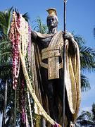 【カメハメハ大王像】黄金色に輝くカメハメハ大王像
