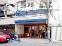 【ピース・ストア】日本人在住者も多いエリアに位置する