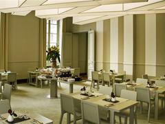 【グラン・カフェ・ドルレアン】ベルサイユ宮殿で優雅にお茶を