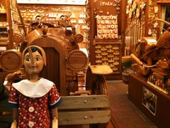 【バルトルッチ】ベンチに座った大きなピノキオ