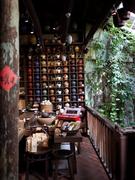 【水心月茶坊(天空の城)】緑、木、壺・・・見事なバランス