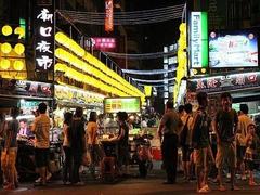 【基隆廟口夜市(キールンミョウコウヨイチ)】基隆廟口夜市といえばこの黄色い提灯