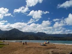 【ハナレイ・ビーチ】広いビーチは家族連れにも最適