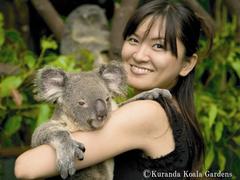 【コアラ・ガーデンズ】コアラをだっこ