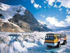 【コロンビア大氷原】雪上車で氷河の上にへ向かう