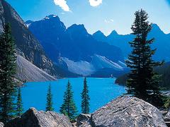 【モレーン・レイク】氷河湖ならではの美しい湖面