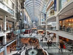 【トロント・イートン・センター】カナダ東部最大級の店舗面積を誇り、建築構造もユニーク