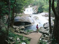 【ジョセフィン滝】滝を滑り降りることができる