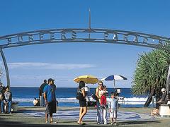 【サーファーズ・パラダイス・ビーチ】このゲートはゴールドコーストのランドマークのひとつ