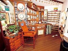 【ニュート・アット・ザ・ロイヤル】店内には様々なサイズやスタイル、色合いが揃う