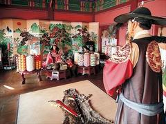 【華城行宮/ファソンヘングン】正祖王が母親の還暦の祝宴を開いた奉寿堂。正殿にあたる