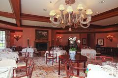 【ダイニング・ルーム】格式高いレストランのサービスも魅力