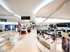 【新羅免税店 仁川国際空港内/シーラミョンセジョム 】広々とした空間に多数のブランドが