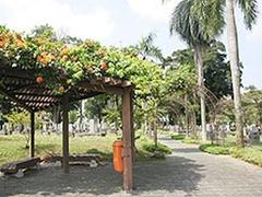 【日本人墓地公園】中央の通路、からゆきさんの墓などが見える