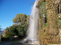 【城跡公園】園内にある滝は見もの