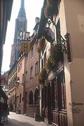 【シェ・イヴォンヌ】旧市街の一角に店を構える
