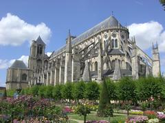 【サンテティエンヌ大聖堂】後ろ姿も美しい