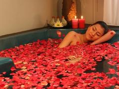 【アナム・キューティー・スパ】バラの香りが心地よいジャグジー