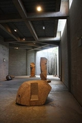 【ノグチ美術館】彫刻や庭の設計、家具や照明などの作品が揃う