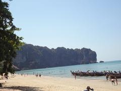 【アオナンビーチ】のんびりムードのビーチ