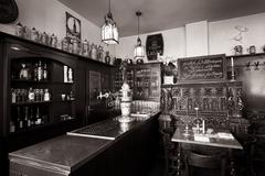 【ツア・レッツテン・インスタンツ】店内は歴史を感じさせる雰囲気が漂う