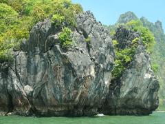 【パンガー湾】石灰で出来た奇岩が美しい