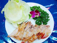 【原住民美食餐廳(ゲンジュウミンビショクサンチョウ)】石焼山猪肉