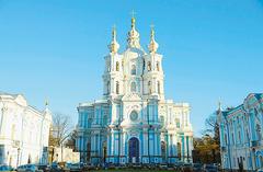 【スモーリヌイ聖堂】サンクトペテルブルク総合大学の施設も入っている