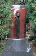 【ノヴォデーヴィッチ修道院】未来派の詩人にして革命と共に生きたマヤコフスキーの墓