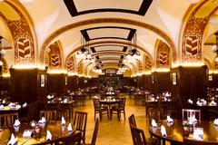 【アウアーバッハス・ケラー】最大500名を収容できる大地下室レストラン。